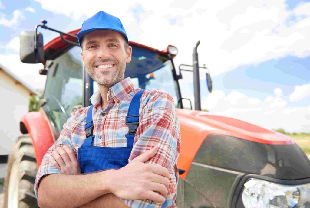 productor agropecuario grande que trabaja el campo y su hacienda para la venta y compra de novillos y vacas